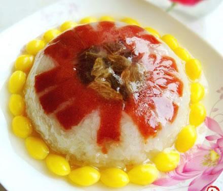 芳馥可口的银杏糯米八宝饭